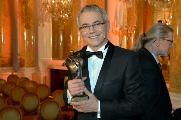 """Robert Janowski, prowadzący popularny program """"Jaka to melodia?"""", został wyróżniony Wiktorem publiczności (fot. I. Sobieszczuk/T"""