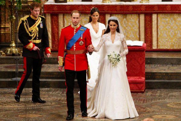 Efektowny diadem to własność samej królowej Elżbiety II (fot. PAP)