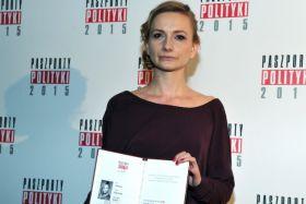 """W kategorii """"Teatr"""" Paszport Polityki otrzymała Ewelina Marciniak (fot. J. Bogacz/TVP) (c)"""