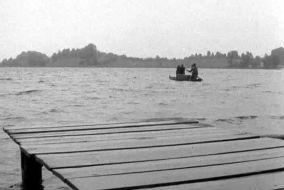 """Odc. """"Spotkanie"""": archiwum zostało zatopione w Jeziorze Kortowskim w Olsztynie (fot. TVP)"""