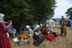 Białogłowe czekały na rycerzy w bezpiecznym obozie (fot. PAP/Adam Warżawa)
