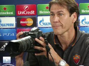 Trener Romy miał dość fotoreporterów, więc...