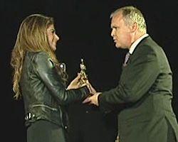 Weronika Rosati odbiera nagrodę