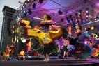Na festiwalowej scenie było bardzo kolorowo (fot. Ireneusz Sobieszczuk/TVP)