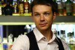 Pracował jako barman, żeby zebrać pieniądze na godne życie w Polsce (fot. A. Gostkowska)