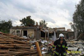 Resztki domu nadają się już tylko do rozbiórki (fot. KW PSP)