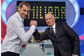 Mistrz Olimpijski Zbigniew Bródka mierzy się z Karolem Strasburgerem (fot. I.Sobieszczuk/TVP)