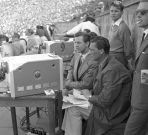 Stadion X-lecia w czasach świetności. Bohdan Tomaszewski relacjonuje Memoriał Kusocińskiego, 1958r. (fot. Z. Januszewski)