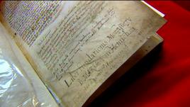 Księgę napisano po łacinie