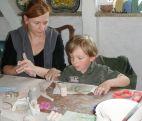 Dzieci wraz z rodzicami i opiekunami tworzyli niepowtarzalne dzieła. (fot. TVP)