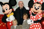 Muzyk Phil Collins zabrał do parku swoich synów (fot. PAP/DPA Jens Kalaele)