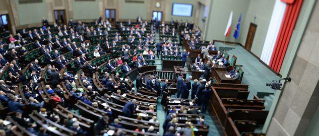 W Sejmie głosowania nad projektami  (fot. PAP/ Jacek Turczyk)