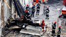 Od  rana trwa akcja poszukiwania trzech osób pod gruzami zawalonej kamienicy (fot. PAP/Andrzej Grygiel)