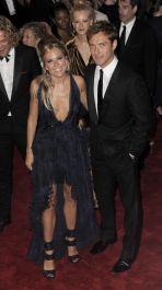 Aktorska para Siena Miller i Jude Law przybyli na Costume Institute Benefit (fot. PAP/EPA/JUSTIN LANE)