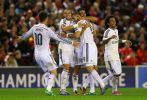 W najciekawiej zapowiadającym się środowym spotkaniu Real Madryt pokonał na wyjeździe Liverpool 3:0 (fot. Getty Images)