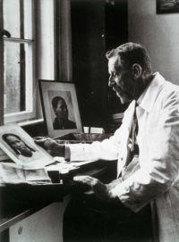 W obozach koncentracyjnych w Namibii swoje badania prowadził ideolog rasizmu Eugene Fischer (Fot. Wikipedia)