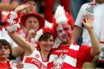 Polscy kibice są dumni ze swoich narodowych barw (fot. Getty Images)