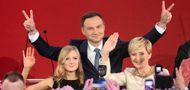 Andrzej Duda (C) z córką Kingą (L) i żoną Agatą (P) (fot. PAP/Bartłomiej Zborowski)