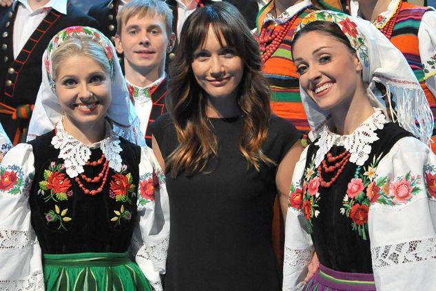 Ilona Ostrowska i solistki zespołu Mazowsze (fot. I. Sobieszczuk/TVP)