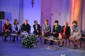 W uroczystej prezentacji wzięli udział twórcy serialu i osoby zajmujące się działalnością społeczną (fot. J. Bogacz/TVP) (c)