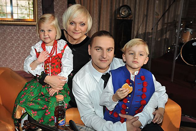 ...oraz Łukasz Golec z żoną i dziećmi (fot. J. Bogacz/TVP)