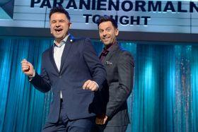 Gospodarzami nowego rozrywkowego show Dwójki są Igor Kwiatkowski i Robert Motyka – członkowie Kabaretu Paranienormalni  (fot. Ireneusz Sobieszczuk) (c)