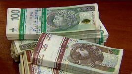 Zmiany zabezpieczeń pojawiły się na  banknotach  o nominałach 10, 20, 50 i 100 złotych