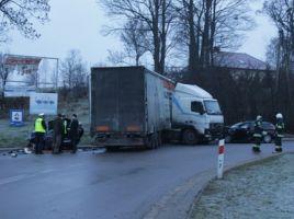 1 osoba nie żyje a 3 zostały ranne - to bilans wypadku, do którego doszło dziś rano pod Olsztynem.