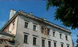 Osiemnastowieczny pałac w Lubiechowej  koło  Złotoryi niszczeje