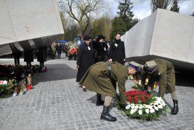 Na warszawskich Powązkach odbyły się oficjalne obchody rocznicy katastrofy rządowego Tu-154 (fot. Jacek Turczyk/PAP)