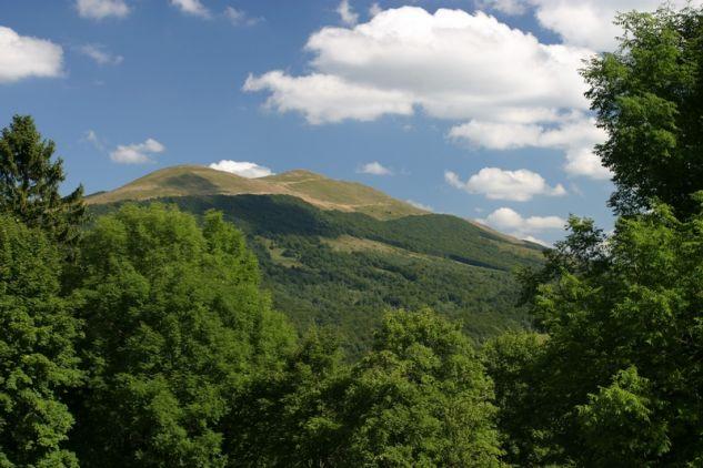 Połonina Caryńska widok z szosy wiodącej  na Przełęcz Wyżnią